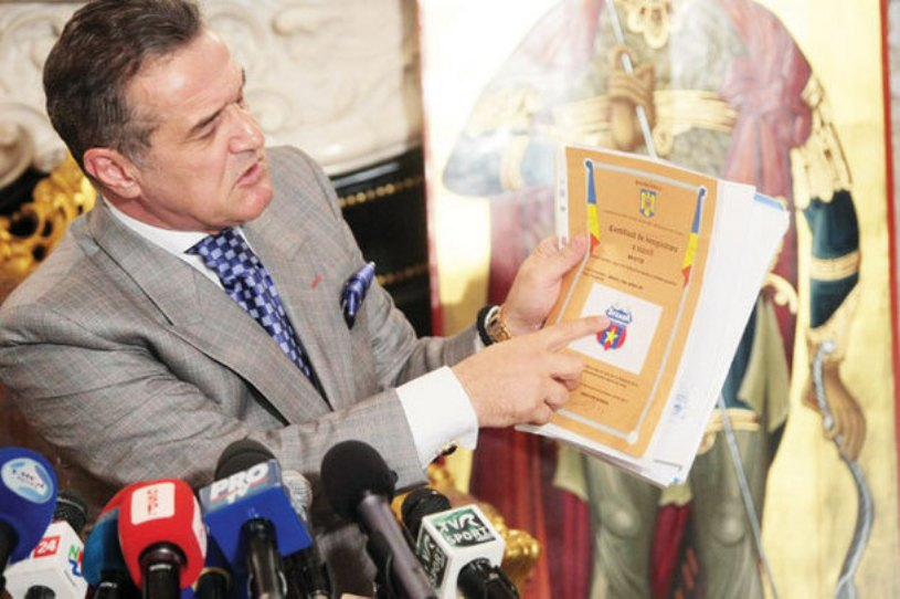 Photo: ProSport.ro // G. Becali showing the registration document to the press